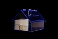 Plexisklová kasička ve tvaru domku, domeček osazená vnitřními zrcady